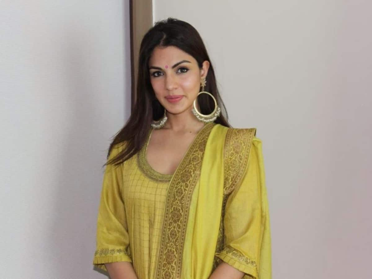 Rhea Chakraborty gives clarification on rumours of her being part of 'Bigg Boss 15'